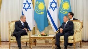 رئيس الورزاء بينيامين نتنياهو والرئيس الكازاخستاني نور سلطان نزارباييف في أستانا، 14 ديسمبر، 2016. (Haim Zach/GPO)