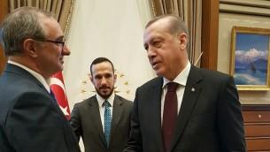 السفير الإسرائيلي الجديد الى تركيا ايتان نائي، يقدم خطاب اعتماده الى الرئيس رجب طيب اردوغان، 5 ديسمبر 2016 (Foreign Ministry)