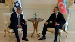 رئيس الوزراء بنيامين نتنياهو يلتقي برئيس اذربيجان الهام علييف في قصر زاغولبا في باكو، 13 ديسمبر 2016 (Haim Zach/GPO)