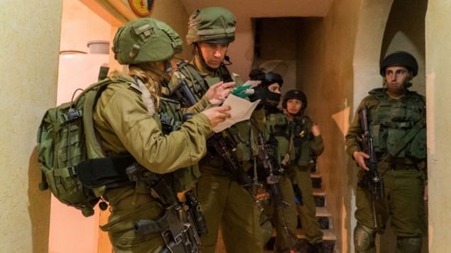 الجيش الأسرائيلي ينفذ عمليات مداهمة في الضفة الغربية 11 يناير 2017 (IDF Spokesperson's Unit)