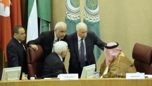 الرئيس الفلسطيني محمود عباس خلال لقاء مع وزراء خارجية الدول العربية لتباحث مبادرة السلام الفرنسية في العاصمة المصرية، القاهرةـ 28 مايو 2016 (AFP/STRINGER)