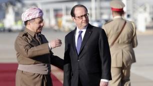 الرئيس الفرنسي فرانسوا هولاند يلتقي بالقائد الكردي العراقي مسعود البرزاني في مطار اربيل الدولي، 2 يناير 2017 (CHRISTOPHE ENA / POOL / AFP)