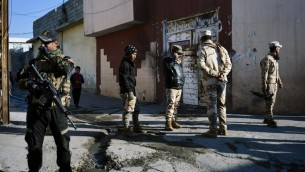 القوات العراقية في الشق الشرقي من مدينة الموصل، 16 يناير 2017 (DIMITAR DILKOFF / AFP)