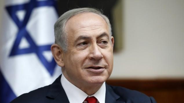 رئيس الوزراء بينيامين نتنياهو يترأس الجلسة الأسبوعية للحكومة في القدس، 22 يناير، 2017. ( AFP PHOTO / POOL / RONEN ZVULUN)