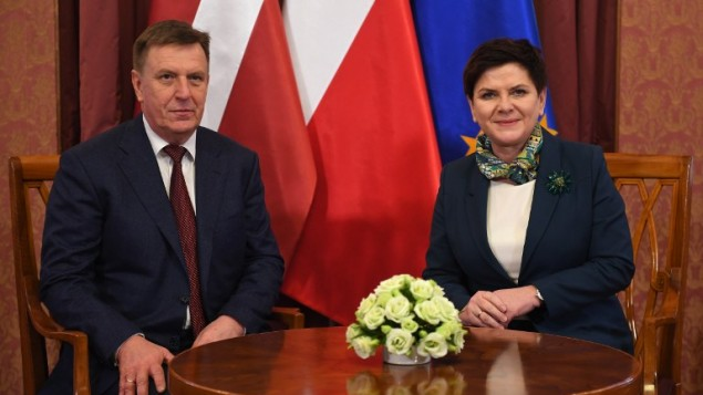 رئيسة وزراء بولندا بياتا شيدلو مع رئيس وزراء لاتفيا ماريس كوسينسكيس خلال لقاء في وارسو، 26 يناير 2017 (JANEK SKARZYNSKI / AFP)