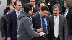 ثمانية ضباط اتراك يصلون المحكمة العليا اليونانية، 26 يناير 2017 (LOUISA GOULIAMAKI / AFP)
