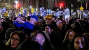 الاجواء خلال مظاهرة امام برج ترامب في نيويورك، 19 يناير 2017 (D Dipasupil/Getty Images/AFP)