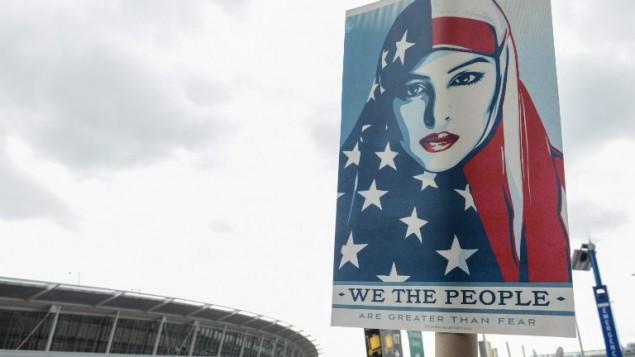 متظاهرون يحتجون على قرار ترامب بمنع دخول لاجئين من 7 دول إسلامية في مطار 'جون ف كندي' الدولي في 28 يناير، 2017 في مدينة نيويورك. (Stephanie Keith/Getty Images/AFP)