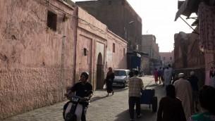 صورة توضيحية لأزقة مدينة مراكش المغربية (CC BY n m, Flickr)