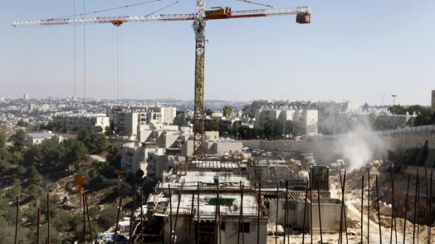 موقع بناء في حي غيلو جنوب-غرب القدس الشرقية، 2 أكتوبر، 2011. (Uri Lenz / Flash90)