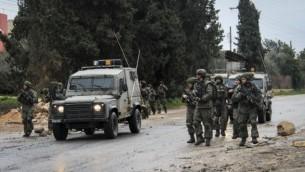 صورة توضيحية: القوات الإسرائيلية خلال موجهات مع محتجين عن مدخل قباطية في جنين، 6 فبراير، 2016. (Haytham Shtayeh/FLASH90)