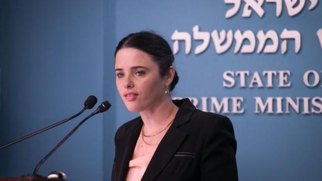 وزيرة العدل أييليت شاكيد خلال مؤتمر صحفي في مكتب رئيس الوزراء في القدس، 28 ديسمبر، 2016. (Ohad Zwigenberg/Pool)