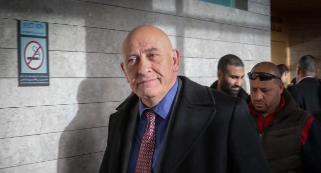 عضو الكنيست باسل غطاس (القائمة المشتركة) يصل إلى جلسة المحكمة في محكمة الصلح في القدس، 8 يناير، 2017. (Roy Alima/Flash90)