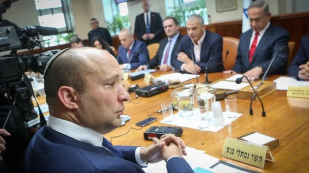 وزير المعارف نفتالي بينيت خلال الجلسة الاسبوعية للحكومة في مكتب رئيس الوزراء في القدس، 22 يناير 2017 (Alex Kolomoisky/ POOL)