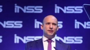 وزير المعارف نفتالي بينيت يتحدث خلال مؤتمر المعهد الإسرائيلي لدراسات الامن القومي في تل ابيب، 24 يناير 2017 (Hen Galili)