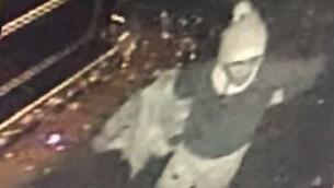 تصويت كاميرا مراقبة يظهر رجل تعتقد السلطات التركية انه المعتدي الذي نفذ الهجوم في نادي ليدي باسطنبول في 1 يناير 2017 (Screenshot)