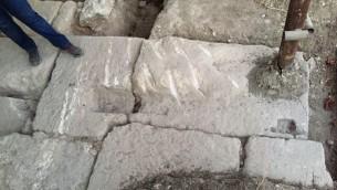 البوابة من الفترة الرومانية التي تم العثور عليها في بيت شعاريم في أواخر 2016 من قبل فرق علماء آثار من جامعة حيفا. (Adi Erlich/University of Haifa)