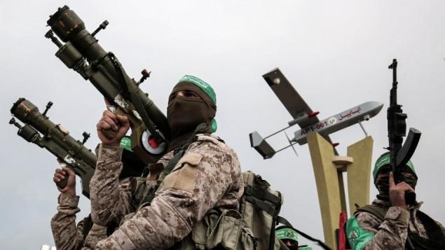 عناصر من الجناح العسكري لحركة حماس خلال مسيرة في مدينة رفح في قطاع غزة، 31 يناير، 2017. (AFP/SAID KHATIB)