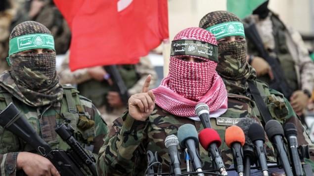 أبو عبيدة، المتحدث بإسم الجناح العسكرية لحركة حماس، خلال كلمة ألقاها في حفل تأبين أقيم في مدينة رفح جنوب قطاع غزة، 31 يناير، 2017. (AFP PHOTO / SAID KHATIB)