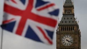 علم بريطانيا بجانب برج 'بيغ بين' في لندن، 1 فبراير 2017 (DANIEL LEAL-OLIVAS / AFP)