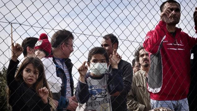 لاجئون افغان في اليونان، 6 فبراير 2017 (LOUISA GOULIAMAKI / AFP)