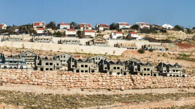 صورة تم التقاطها في 8 فبراير، 2017، تظهر مشهدا عاما لموقع بناء في مشروع سكني جديد في مستوطنة نيلي الإسرائيلية، بالقرب من مدينة رام الله في الضفة الغربية. (AFP Photo/Gil Cohen-Magen)