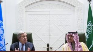 الامين العام للامم المتحدة انطونيو غوتيريش خلال مؤتمر صحفي مشترك مع وزير الخارجية السعودي عادل الجبير في الرياض، 12 فبراير 2017 (FAYEZ NURELDINE / AFP)