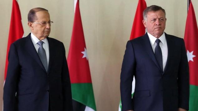 العاهل الاردني الملك عبد الله الثاني والرئيس اللبناني ميشال عون في عمان، 14 فبراير 2017 (KHALIL MAZRAAWI / POOL / AFP)