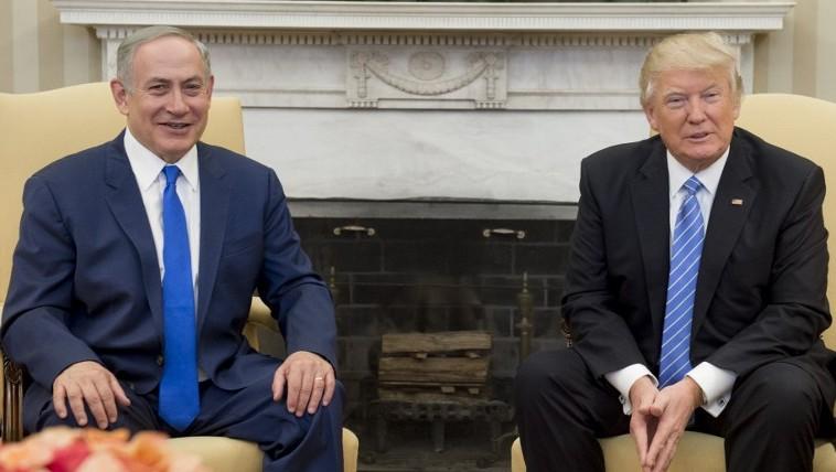 رئيس الوزراء بنيامين نتنياهو مع الرئيس الامريكي دونالد ترامب خلال لقائهما في البيت الابيض، 15 فبراير 2017 (AFP/Saul Loeb)
