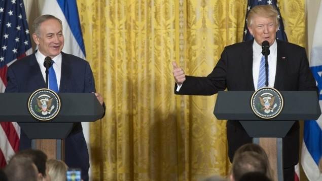رئيس الوزراء بنيامين نتنياهو خلال مؤتمر صحفي مشترك مع الرئيس الامريكي دونالد ترامب في البيت الابيض، 15 فبراير 2017 (AFP/SAUL LOEB)