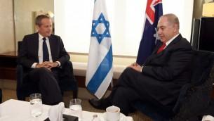 رئيس الوزراء الإسرائيلي بينيامين نتنياهو، من اليمين، خلال لقاء مع زعيم المعارضة الأسترالي بيل شورتين في سيدني، 24 فبراير، 2017. (AFP PHOTO / POOL / WILLIAM WEST)