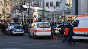 سيارات شرطة واشعاف في هايدلبرغ حيث قام رجل بدهس مشاة، 25 فبراير 2017 (R. PRIEBE / DPA / AFP)
