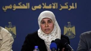 ايمان نافع، زوجة الاسير الفلسطيني نائل البرغوثي، خلال مؤتمر صحفي في رام الله، 16 فبراير 2017 (AFP Photo/Abbas Momani)