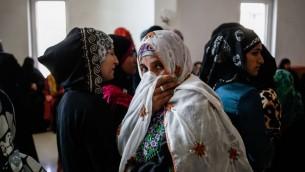 نساء بدويات من قرية أم الحيران في النقب، جنوبي إسرائيل، في المحكمة العليا في القدس، 20 نوفمبر، 2013. (Flash90)