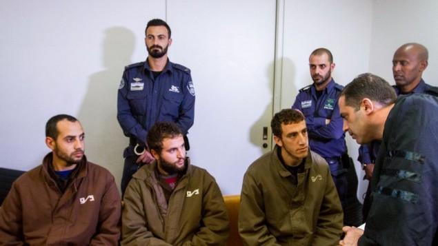 ثلاثة شبان يُشتبه بعضويتهم في خلية تابعة لحركة حماس في محكمة في حيفة، 6 فبراير، 2017. (Flash90)