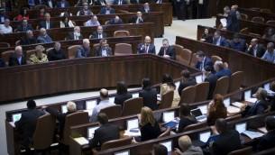 قاعة الكنيست قبل التصويت على مشروع قانون شرعنة البؤر الاستيطانية، 6 فبراير 2017 (Yonatan Sindel/Flash90)