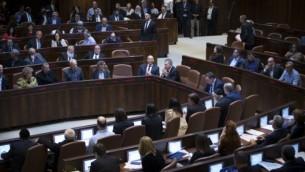 قاعة الكنيست في البرلمان الإسرائيلي، 6 فبراير، 2017. (Yonatan Sindel/Flash90)