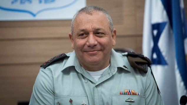 رئيس هيئة اركان الجيش غادي ايزنكوت خلال جلسة للجنة الشؤون الخارجية والدفاع في الكنيست، 22 فبراير 2017 (Yonatan Sindel/Flash90)