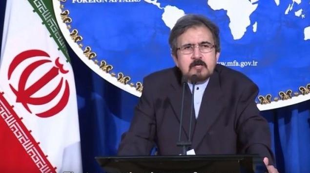 المتحدث باسم الخارجية الايرانية بهرام قاسمي خلال مؤتمر صحفي في طهران، 22 اغسطس 2016 (screen capture: YouTube)