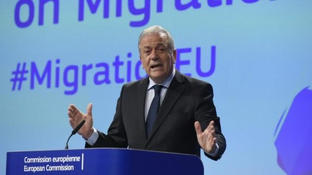 المفوض الأوروبي لشؤون الهجرة ديمتريس أفراموبولس خلال مؤتمر صحفي في مقر الاتحاد الاوروبي في بروكسل، 2 مارس 2017 (BRUSSELS, BELGIUM)