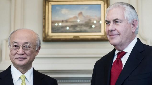 رئيس الوكالة الدولية للطاقة الذرية يوكيا أمانو (من اليسار) ووزير الخارجية الأمريكي ريكس تيلرسون قبل اجتماعهما في وزارة الخارجية الأمريكية، 2 مارس، 2017، في العاصمة الأمريكية واشنطن.  (AFP PHOTO / Brendan Smialowski)