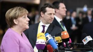 المستشارة الالمانية أنغيلا ميركل خلال مؤتمر صحفي قبل قمة الاتحاد الاوروبي في بروكسل، 9 مارس 2017 (STEPHANE DE SAKUTIN / AFP)