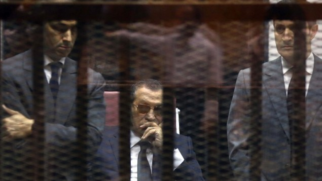 الرئيس المصري السابق حسني مبارك خلال محاكته في القاهرة، 9 مايو 2015 (MOSTAFA EL-SHEMY / AFP)