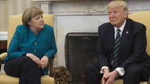 الرئيس الامريكي دونالد ترامب والمستشارة الالمانية انغيلا ميركل خلال لقائهما في البيت الابيض، 17 مارس 2017 (SAUL LOEB / AFP)