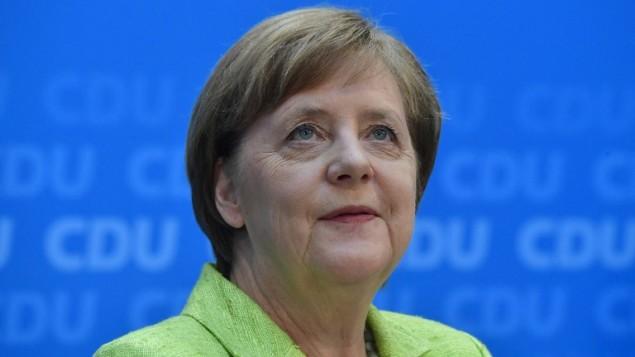 المستشارة الالمانية انغيلا ميركل في مقر حزبها المسيحي الديمقراطي في برلين، 27 مارس 2017 (JOHN MACDOUGALL / AFP)