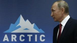الرئيس الروسي فلاديمير بوتين خلال منتدى حول القطب الشمالي في أرخانغلسك بشمال روسيا، 30 مارس 2017 (SERGEI KARPUKHIN / POOL / AFP)