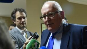 نائب رئيس المفوضية الأوروبية فرانس تيمرمانس في مدريد، 30 مارس 2017 (JAVIER SORIANO / AFP)