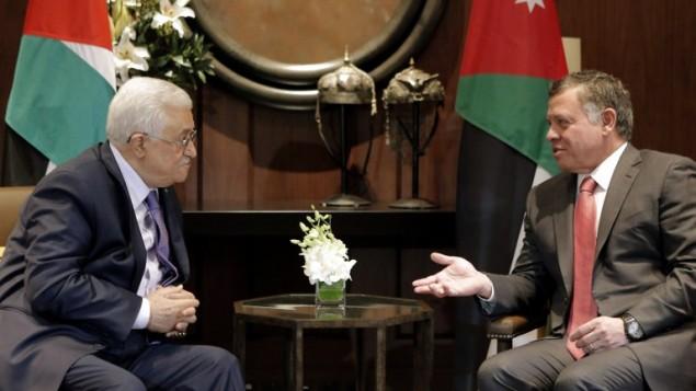 الرئيس الفلسطيني محمود عباس خلال  لقاء مع العاهل الأردني الملك عبد الله الثاني في العاصمة الأردنية، عمان، 12 نوفمبر 2017 (AFP /Khalil Mazraawi)