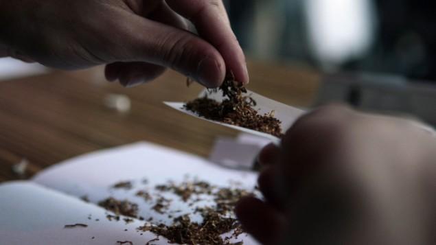 صورة توضيحية لسيجارة مريخوانا (Tsafrir Abayov/Flash90)