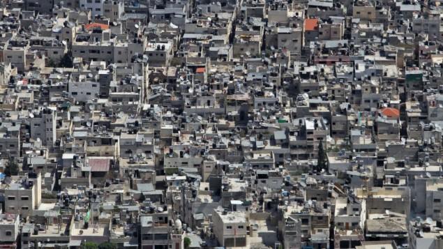 صورة لمخيم بلاطة في مدينة نابلس. بلاطة يُعتبر أكبر مخيم لاجئين في الضفة الغربية، حيث يضم نحو 300 ألف نسمة. (Nati Shohat/FLASH90)